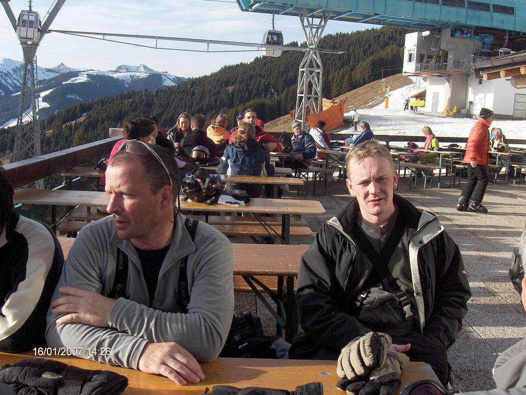 saalbach-2007-140-hewlett-packard-hp-photosmart-r717-v01-00